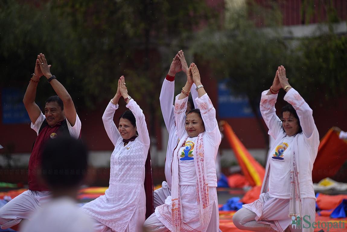 नेपालमा पनि मनाइयो अन्तर्राष्ट्रिय योग दिवस (तस्बिरमा)