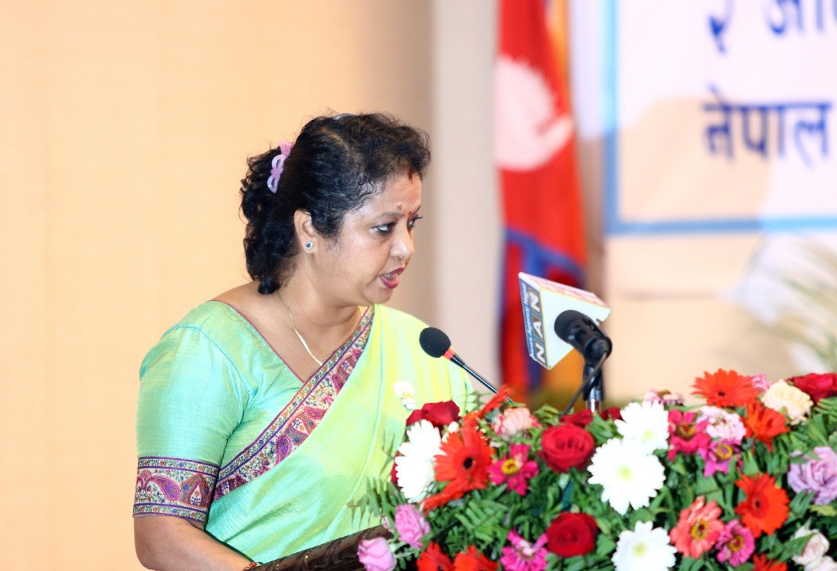 काठमाडौँ महानगरपालिकाको नगर सभा तथा तेस्रो अधिवेशनमा आर्थिक वर्ष २०७५–०७६ को बजेट वक्तव्य प्रस्तुत गर्दै कामनपाका उपप्रमुख हरिप्रभा खड्की श्रेष्ठ । तस्बिरः  रासस