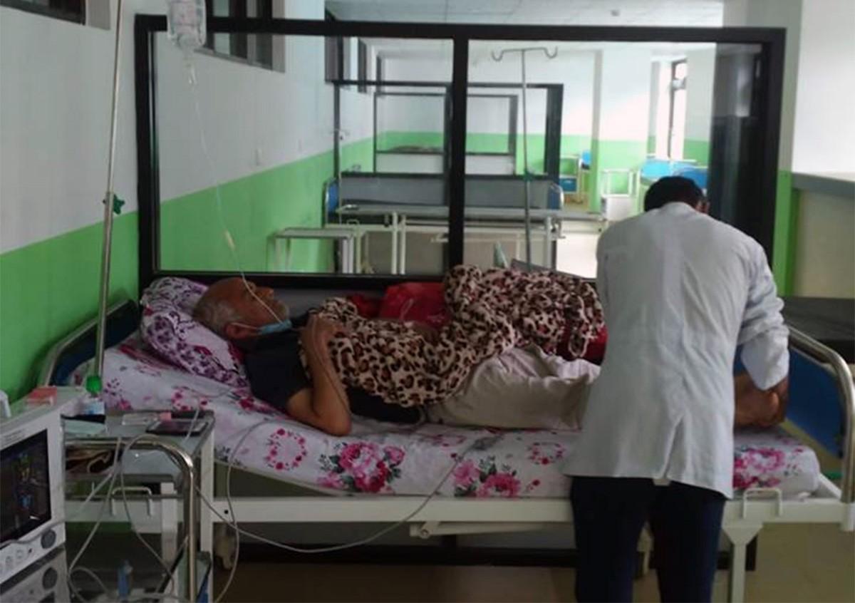 जुम्लास्थित कर्णाली स्वास्थ्य विज्ञान प्रतिष्ठानमा १७ दिनदेखि अनसनरत डा. गोविन्द केसी।