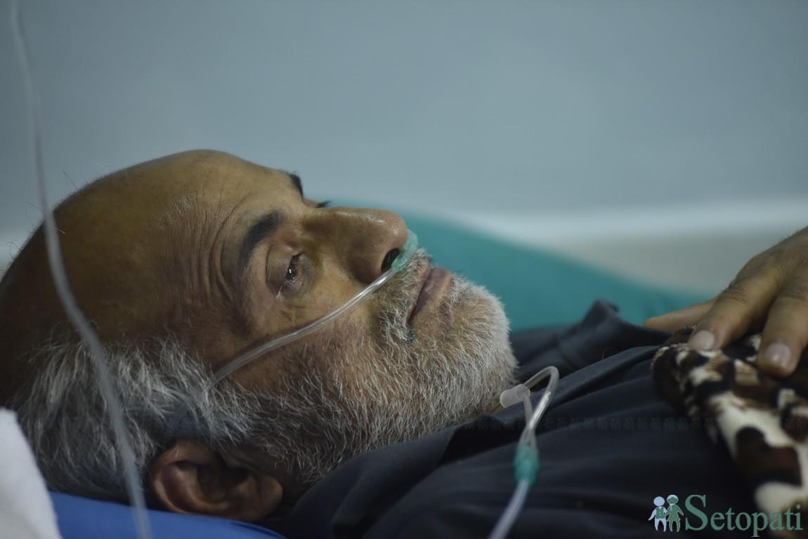 डा. गोविन्द केसी सोमबार अनसनको २४ औं दिनमा। यो अिहलेसम्मकै लामो अनसन हो। तस्बिर: नारायण श्रेष्ठ/सेतोपाटी