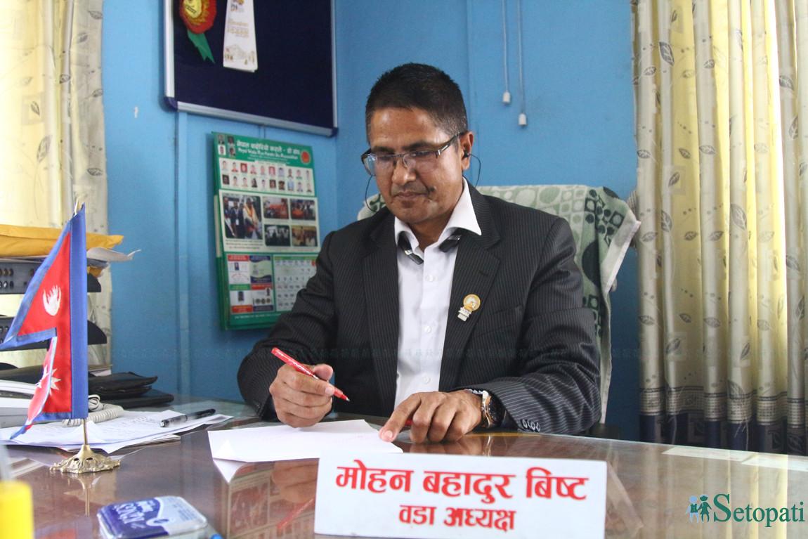 काठमाडौं, वडा नम्बर चारका वडाध्यक्ष मोहन विष्ट। तस्बिरः निशा भण्डारी/सेतोपाटी