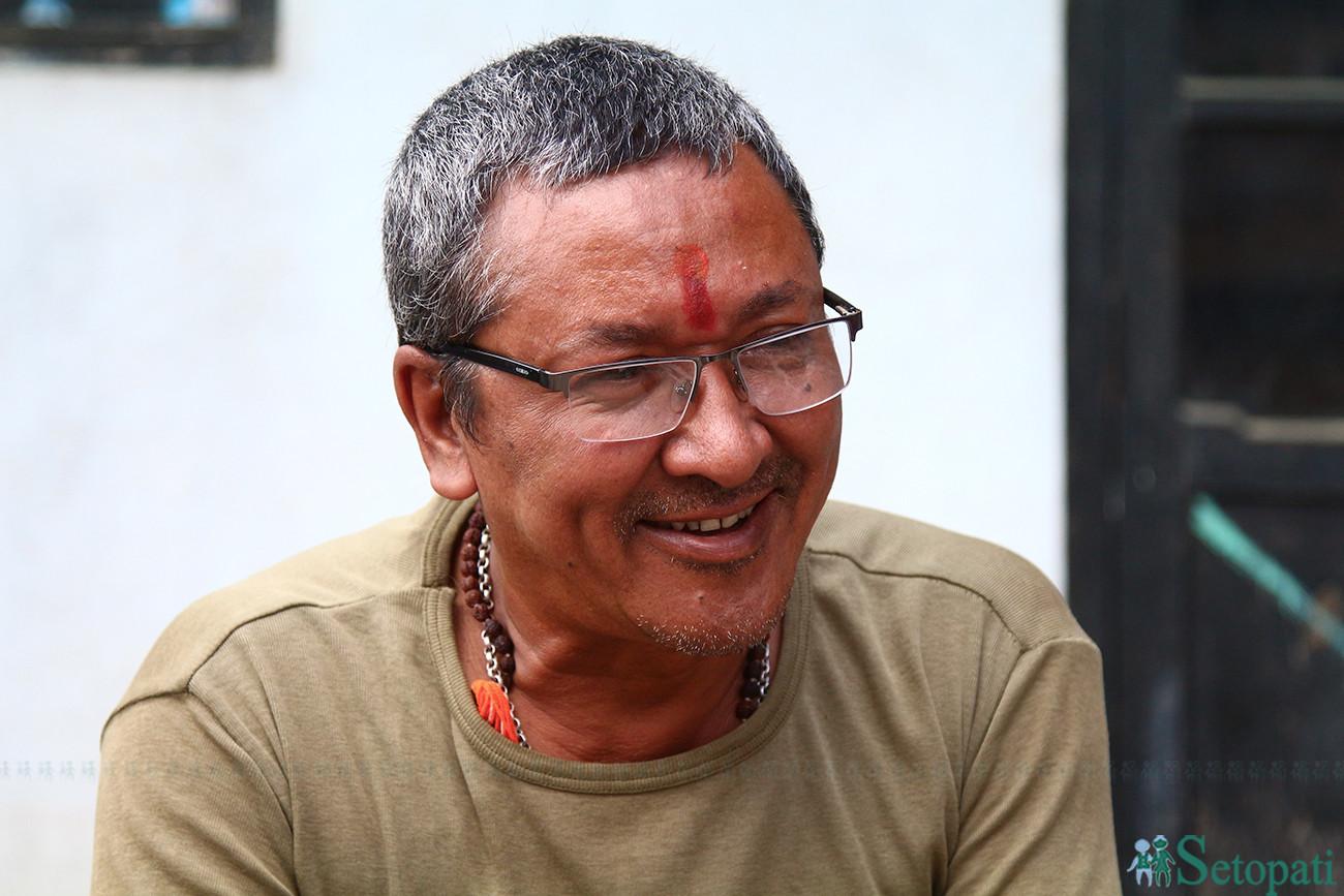 मंगलमान डंगोल जो २३ औं पटक इन्द्रकी आमा बसुन्धरा बन्दैछन्।  येँया पुन्ही अर्थात् इन्द्रजात्रामा 'दागिं' भनेर चिनिन्छन्।  तस्बिरः निशा भण्डारी/सेतोपाटी