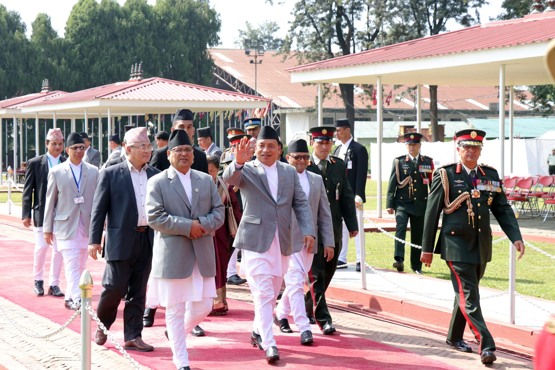 उपराष्ट्रपति नन्दबहादुर पुन चीनको छ दिने औपचारिक भ्रमण पुरा गरी नेपाल फर्कने क्रममा सोमबार त्रिभुवन अन्तर्राष्ट्रिय विमानस्थलमा। तस्वीर : रासस