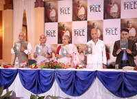 पूर्वप्रधानन्यायाधीश सुशीला कार्कीद्वारा लिखित आत्मकथा  'न्याय' को विमोचन कार्यक्रममा पुस्तक सार्वजनिक गर्दै प्रधानन्यायाधीश सुशीला कार्कीलगायत। तस्बिर : निशा भण्डारी