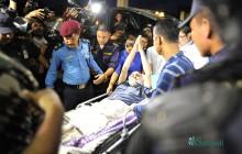 डा. गोविन्द केसी टिचिङ अस्पताल आइपुगेपछि अभिवादन फर्काउँदै। तस्बिरः नारायण महर्जन/सेतोपाटी