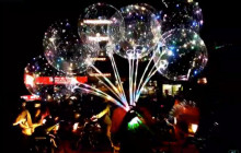 छुट्टीमा काठमाडौं आएर 'लाइट बेलुन' बेच्दै राजस्थानी बालबालिका