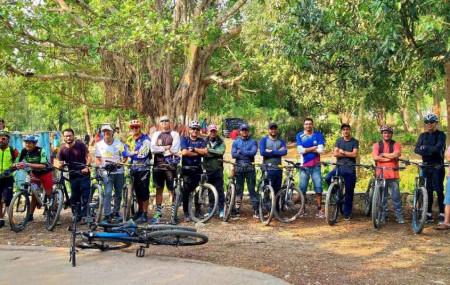 साइकल दिवसका अवसरमा वीरेन्द्रनगरमा गरिएको 'साइकल राइड'मा सहभागीहरू। तस्बिरः सेतोपाटी