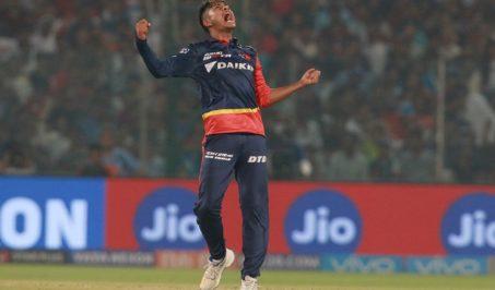 रोयल च्यालेन्जर्स बैंलोरका पार्थिव पटेलको विकेट लिएपछि दिल्लीबाट खेलिरहेका नेपाली युवा बलर सन्दिप लामिछाने। तस्बिरः बिसिसिआई